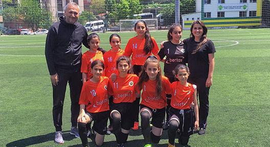 İstanbul Minik Kız Futbol Şenliği Devam Ediyor