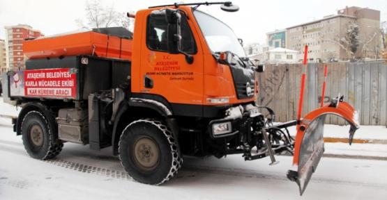Ataşehir'de Kar Çalışmaları Artırıldı