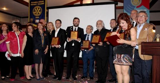 Rotaryenlerden Müjdat Gezen'e 'Meslek Hizmet Ödülü'