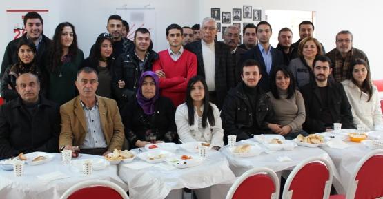 Yeni Sahra ve Barbaros'un CHP'li Gençleri Kahvaltıda Buluştu