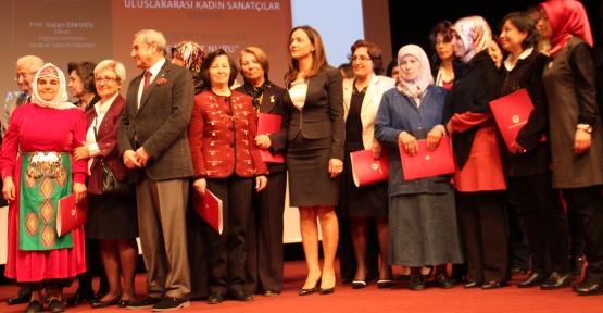 Gamze İlgezdi 'Cumhuriyet Kadınlarıyız'